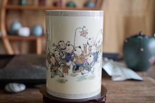 工艺美术大师刘泽军猛犸牙雕获奖作品《欢天喜地笔筒》